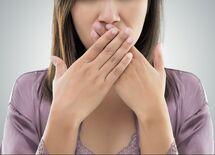 歯磨きしても口がクサいと言われる人の特徴5