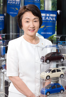 <strong>東京日産自動車販売社長 林 文子</strong><br>1946年、東京都生まれ。都立青山高校卒業。東洋レーヨン(現東レ)、松下電器産業勤務の後、77年ホンダの販売店に入社。ファーレン東京(現フォルクスワーゲン東京)、ビー・エム・ダブリュ東京社長を歴任。2005年ダイエー会長兼CEO就任。08年東京日産自動車販売社長就任。