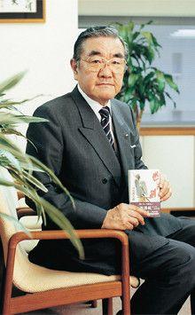 <strong>TKC代表取締役会長 飯塚真玄</strong>●1943年、栃木県生まれ。68年、早稲田大学商学部卒業後、父・飯塚毅氏の創業したTKCに入社。71年取締役、77年専務を経て、83年代表取締役社長、2008年12月より現職。飯塚毅氏がいわれなき嫌疑をかけられ、国家権力と戦った「飯塚事件」は『不撓不屈』のタイトルで小説・映画化された。