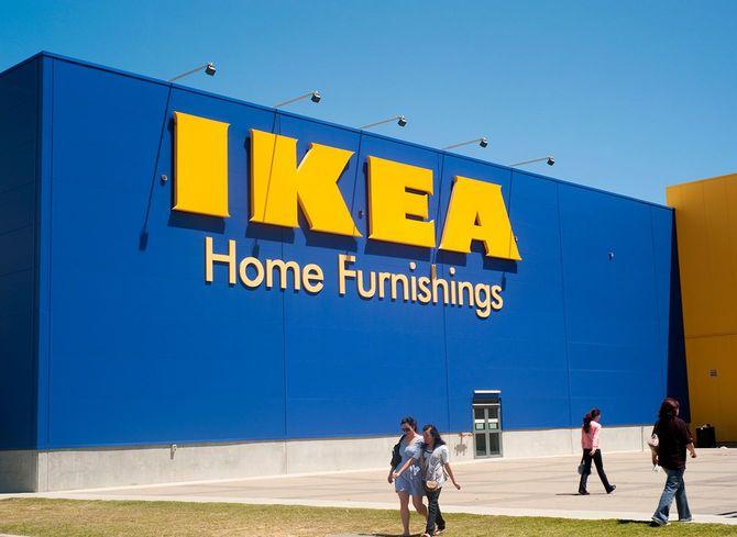 IKEA ファーニチャー店の看板