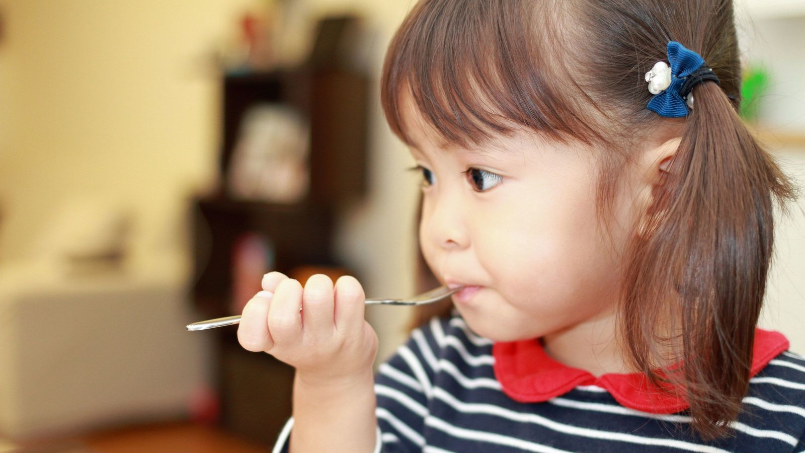 2歳児に「給食とり放題」をさせる保育園の狙い 「食べなくちゃいけない」からも解放