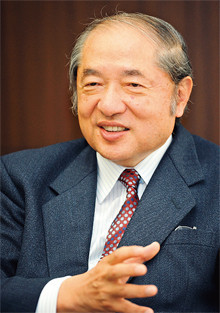 <strong>小島順彦●三菱商事社長</strong><br>1941年、東京都生まれ。65年東京大学工学部を卒業後、三菱商事に入社、重機部に配属される。78年サウジアラビア出向、85年ニューヨーク駐在、92年社長室会事務局部長、95年取締役、97年常務、2000年新機能事業グループCEO、01年副社長、04年より現職。