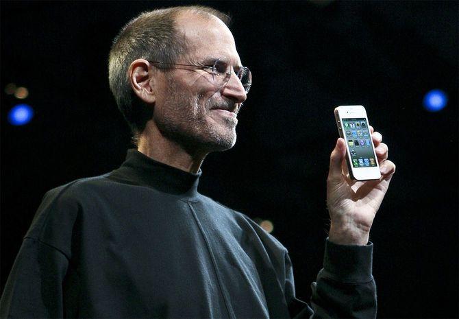 「iPhone4」を発表するスティーブ・ジョブズ氏(アメリカ・サンフランシスコ)=2010年6月7日