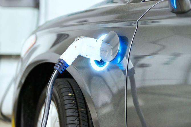 充電中のEV車