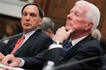 米議会の追及を受けるリーマンのリチャード・ファルド氏(左)。(写真=AP/AFLO)