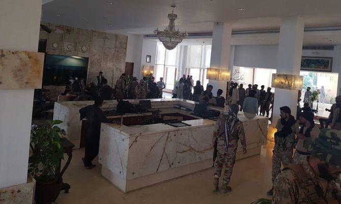武装集団による襲撃事件の現場検証