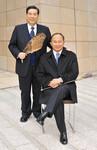 (左)<strong>北尾吉孝</strong>●SBIホールディングス代表取締役執行役員CEO(右)<strong>ジョン・ウー</strong>●映画監督
