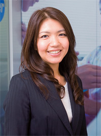 <strong>ファイザー 東東京医薬支店 中枢神経領域担当 綿貫里香</strong>●1979年生まれ。2002年入社。06年にインセンティブ賞も受賞。見込みがあれば、上司とともに夜遅くまで医師を待つことも。
