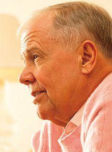 <strong>Jim Rogers</strong>●投資家。1942年生まれ。イェール大学卒業後、オックスフォード大学ベリオル・カレッジ修了。米陸軍に従事した後、ウォール街で働く。ジョージ・ソロスと投資会社クォンタムファンドを設立、10年間で4000%を超えるリターンを実現。37歳で引退し、世界を旅して回る傍ら、コロンビア大学で教鞭をとる。著書に『中国の時代』『人生と投資で成功するために』など。現在、シンガポール在住。
