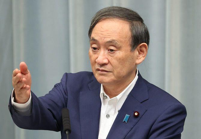 記者会見する菅義偉官房長官=2020年9月1日、首相官邸