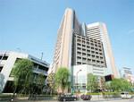 独立行政法人として再スタートを切った国立がん研究センター。その象徴としてそびえ立つのが、東京・築地にある同センター中央病院だ。多くのがん難民を救えるか。