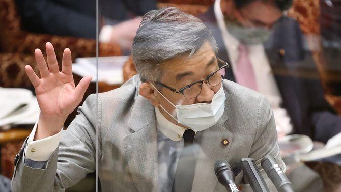 参院予算委員会で答弁する武田良太総務相=2021年3月26日、国会内