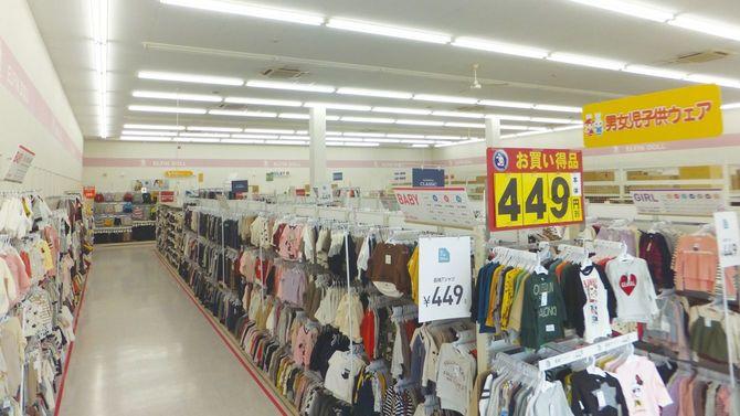 西松屋の店舗内。衣類だけではなく子育てに必要な用品を取りそろえている