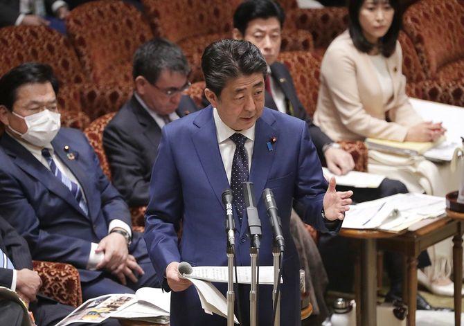 参院予算委員会で、東京五輪について答弁する安倍晋三首相=2020年3月23日午前、国会内