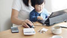 育休取得や復帰後の時短勤務によって、収入や年金額はどう変わるのか?