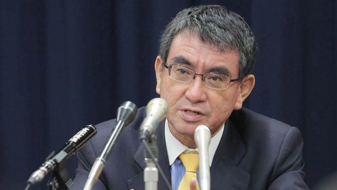 グループインタビューに答える河野太郎行政改革担当相=2020年10月1日、東京都千代田区