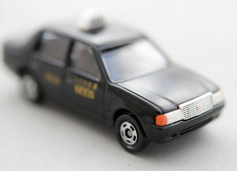 高齢ドライバー問題を解決する新サービス「定額タクシー」