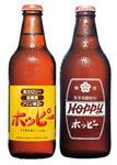 左は回収を行わない瓶。主に小売り用に使用される。健康志向へのこだわりが読み取れる。右は回収を前提としたリターナブル用の瓶。