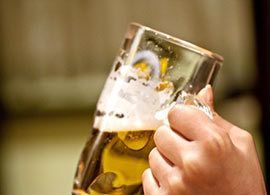 ワタミが上場初の赤字、居酒屋は限界か