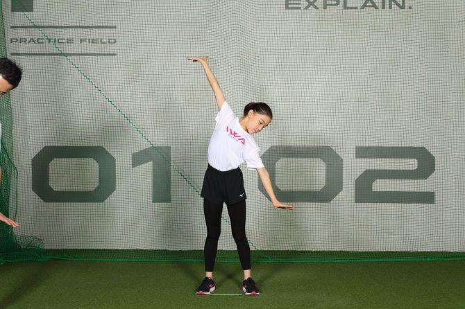 集中力を高めるための運動「背筋のばし」。身体に「1本の線を通す」イメージでのばすのがポイント