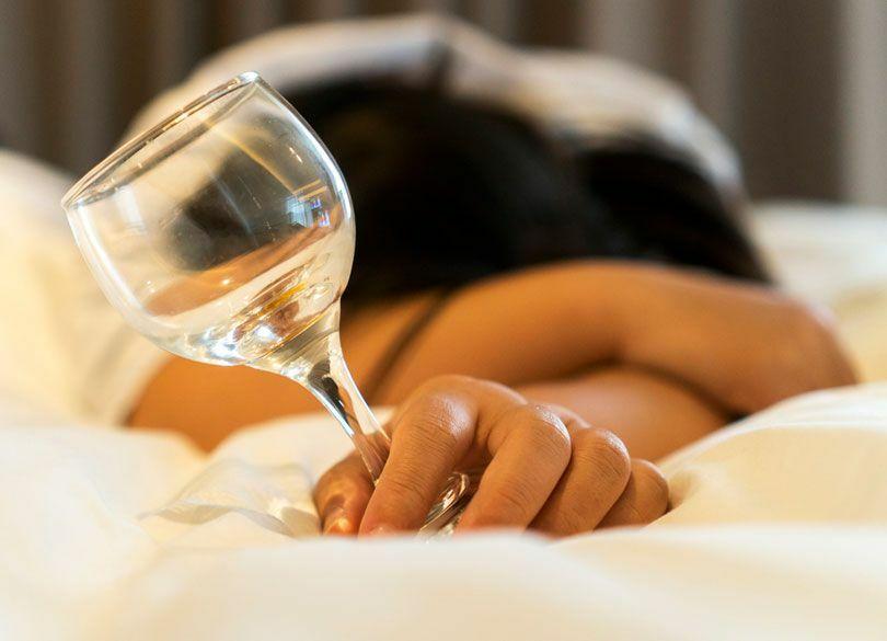ぐっすり眠るなら寝酒に頼ってはいけない 布団に入る絶好のタイミングとは