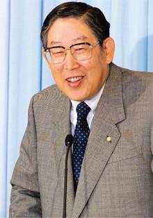 <strong>奥田 碩●トヨタ自動車相談役</strong><br>1932年、三重県生まれ。55年一橋大学商学部を卒業後、トヨタ自動車販売入社。79年豪亜部長。82年トヨタ自動車に社名変更、同年取締役。87年常務、88年専務、92年副社長、95年社長、99年会長、2006年より現職。社長在任時にハイブリッド車「プリウス」の発売やF1への参戦など前例のない挑戦を決め、見事に成功させた。