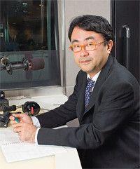 <strong>三谷幸喜</strong>●1961年生まれ。脚本家、演出家。日大芸術学部演劇学科卒。在学中の83年に劇団「東京サンシャインボーイズ」を結成。主な舞台作品に『12人の優しい日本人』『笑の大学』『オケピ!』『コンフィダント・絆』など。『古畑任三郎』『王様のレストラン』『新選組!』をはじめテレビドラマの脚本でも活躍。60億円強の興収をあげた『THE有頂天ホテル』ほか4本の映画を監督。ベストセラー『オンリー・ミー』など著書多数。月~金曜23:45~24:00J-WAVEに出演中ヘアメイク/立身 恵