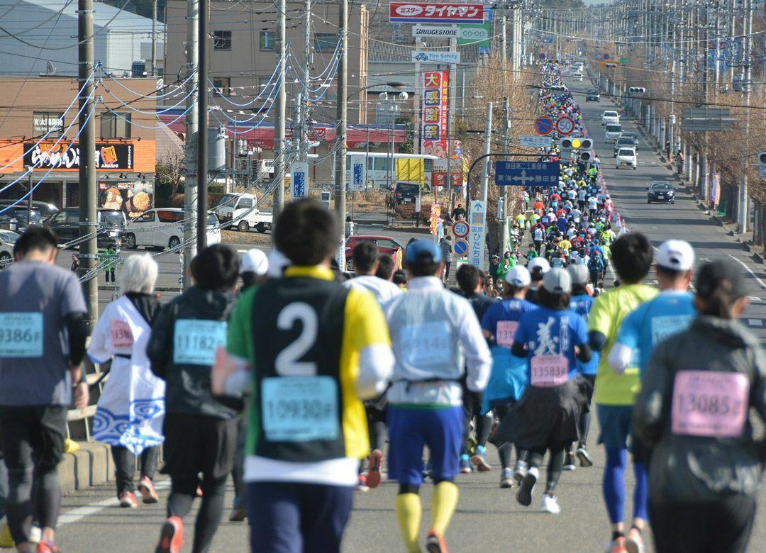 """東京マラソン不参加組も走る""""勝田""""の魅力 1万人の市民が大会を支えている"""
