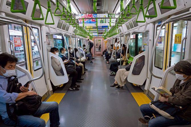 日本の電車の車内