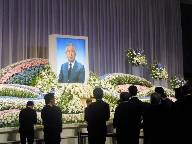 マツダ元社長、山崎芳樹さんの「お別れの会」に900人