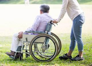 介護職の人手不足は「IoT」で解消できる