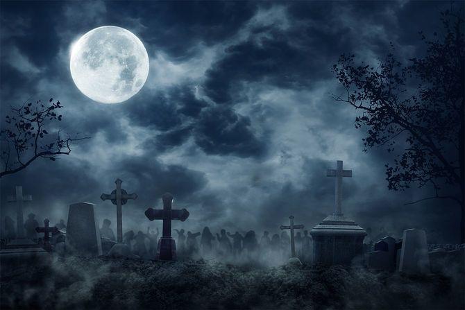 不気味な暗い夜