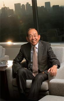 <strong>三井物産社長 槍田松瑩</strong>●1943年、東京都生まれ。東京大学工学部卒業後、三井物産入社。情報産業本部長、業務部長を経て、2002年より代表取締役社長。09年4月、会長に就任予定。「効率のいい人生なんてつまらない。完全燃焼することが大事なんです」