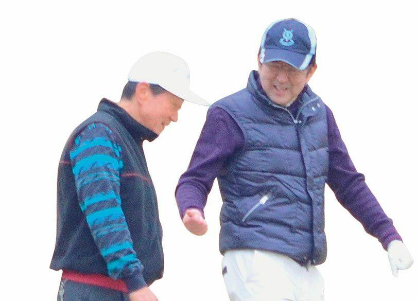 """必ず得する""""安倍首相との接待ゴルフ""""の謎 ゴルフの後に事案が不思議と進む"""