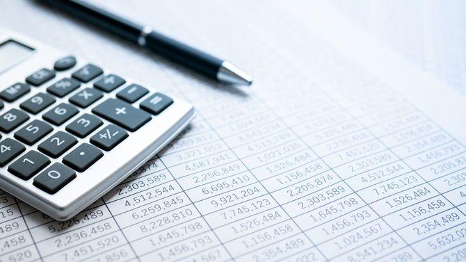 統計と電卓とボールペン