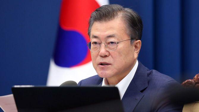 2021年2月16日、ソウル大統領府での閣議で発言する韓国の文在寅(ムン・ジェイン)大統領