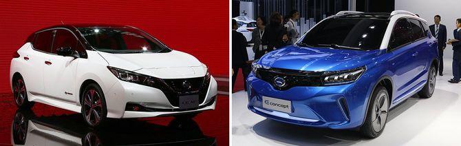 広州モーターショーに出展された日産自動車のリーフ(左)とトヨタ自動車のコンセプト車