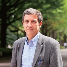 <strong>エマニュエル・トッド</strong>Emmanuel Todd●1951年、フランス生まれ。パリ政治学院卒業後、ケンブリッジ大学で博士号を取得。フランス国立人口統計学研究所(INED)に所属。弱冠25歳にして、『最後の転落』で乳児死亡率の上昇を論拠に旧ソ連の崩壊を断言。アメリカの衰退を指摘した『帝国以後』は28カ国以上で翻訳された。