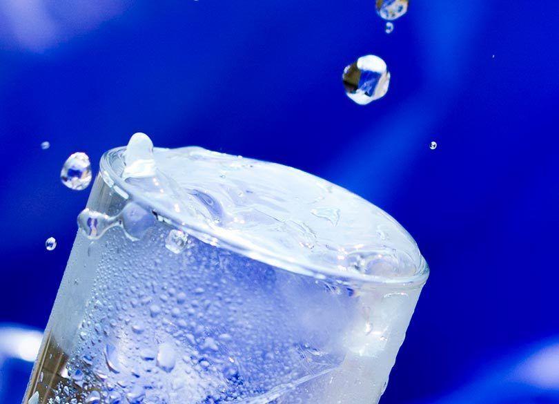「コップ 水 一滴 溢れる」の画像検索結果