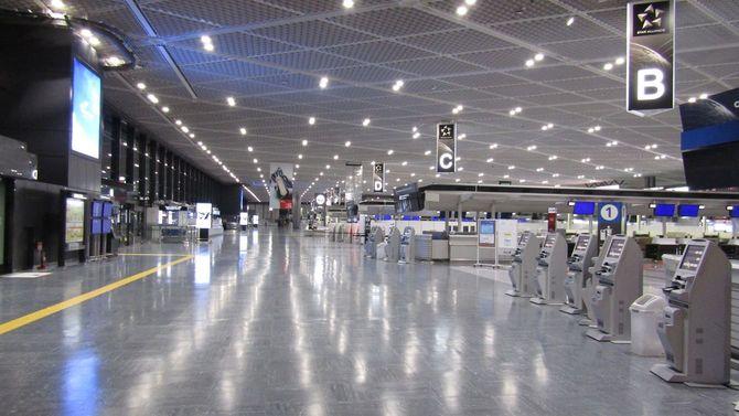 2020年7月、人けのない成田国際空港