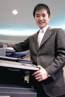 <strong>山本公厚</strong>●1974年、大阪府生まれ。97年関西大学経済学部卒、同社へ入社。千葉支店を経て東京第1営業部に転属。現在は東京第3ブランチ販売グループの責任者として15社程度を担当。3歳になる娘の父でもある。