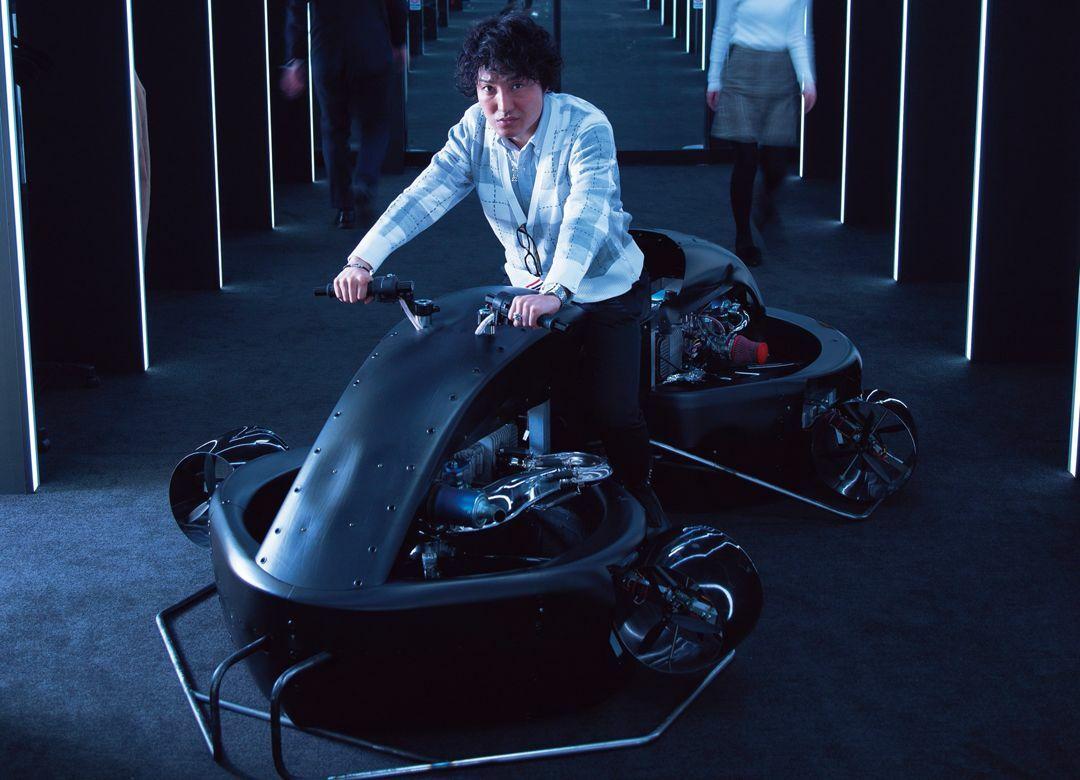 来年お披露目「空飛ぶバイク」開発秘話  価格はフェラーリと同じくらい