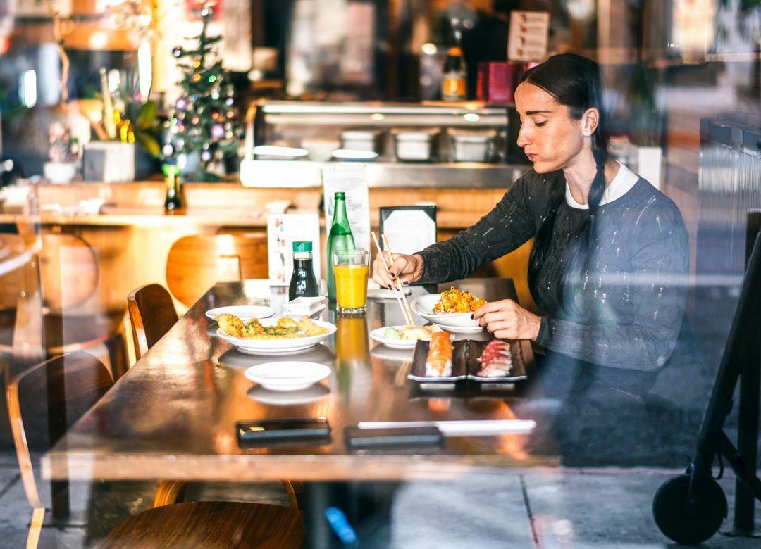 """""""孤独ビジネス""""はブルーオーシャンである 日本の世帯の4割が「一人暮らし」"""