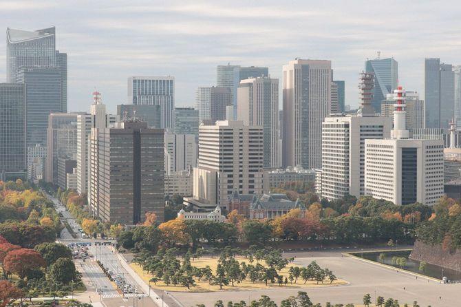 2020年11月12日、パレスホテル東京から見た眺望・霞ケ関の官庁街(左は検察庁、中央は東京地裁高裁、右は警視庁、総務省などが入る合同庁舎)