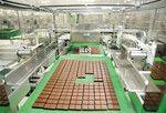 明治製菓関東工場(埼玉県坂戸市)。3年間の工場改革で約53億円のコスト削減を成し遂げた。