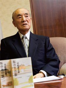 <strong>元内閣総理大臣 中曽根康弘</strong>●1918年、群馬県高崎市生まれ。東京帝国大学卒業後、旧内務省入省。戦時中は海軍主計少佐。47年衆議院に初当選。82年から87年まで内閣総理大臣として、三公社の民営化、行財政改革を推進。2003年の政界引退後も提言を続ける。大勲位菊花大綬章受章。「(御巣鷹山の日航機墜落事故は)ずっと心のおりになっていたね」。