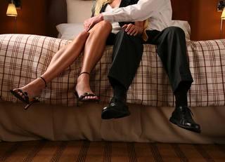愛人を同居させる保険代理店の夫の魂胆