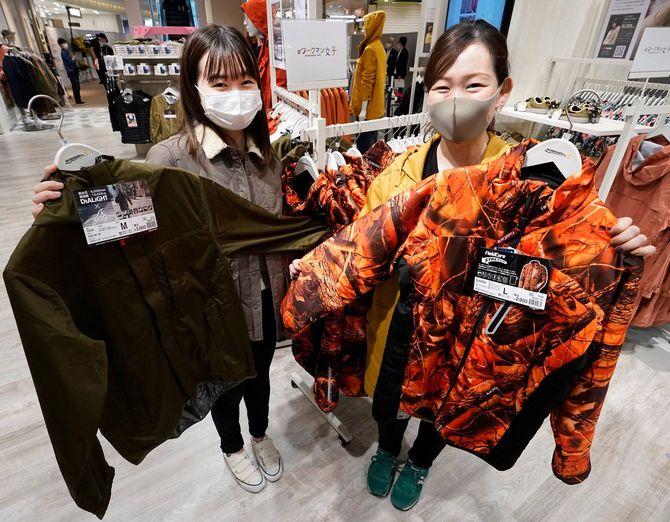 作業服大手のワークマンが16日に開業する、女性向けのカジュアルウエアストア「#ワークマン女子」1号店。同社は作業服・作業用品を扱わない女性客を主体とした店舗を、今後10年間で400店出店する予定(神奈川県横浜市のコレットマーレ)