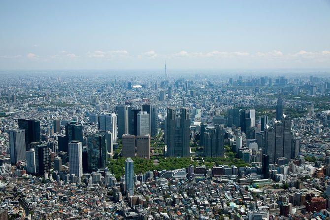 新宿西口の高層ビル群より都内