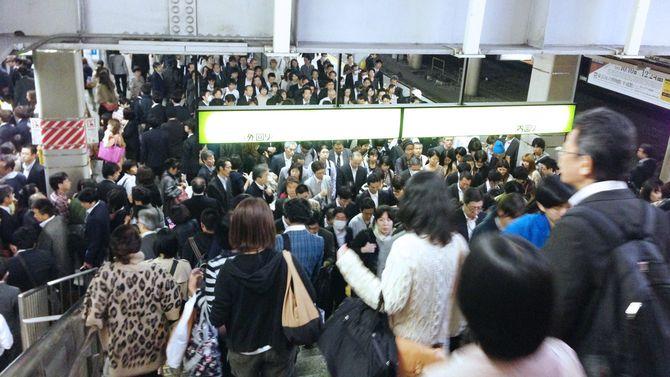混雑した東京の駅(2012年10月)